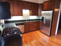 Vintage townhouse in Victorian Village! Modern amenities and short distance to Short North dining and shopping.