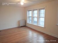 **Perfect 2 Bed in Heart of Downtown Forest Park! Parking Avail.