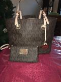 Like new AUTHENTIC Michael Kors purse and small wristel