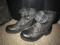 Size 7 women s boots from Bass Pro Shop
