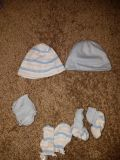 Preemie hats, booties and mittens