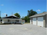 $124,900, 1221 E Main St - Ph. 618-842-7653