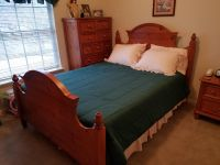 Solid pine queen bedroom set! Boxspring/mattress and bedding included!
