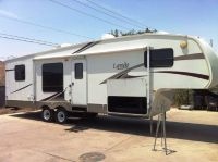Beautiful 31 2007 Laredo 5th Wheel