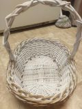 Large white and gold Christmas basket $10 elk grove fast pick up no holds dont comment unless serious xposted