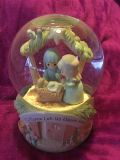Lovely Precious Moments Lg O Come Let Us Adore Him Snow Globe music does not play Swap Only