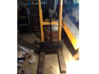 FORK LIFT MANUAL, 1000LB CAPACITY, LIFTS UP ...
