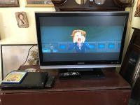 32 magnavox tv and Sony DVD player with remotes