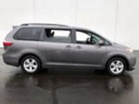 2015 Sienna Toyota LE 7-Passenger Auto Access Seat 4dr Mini-Van Gray 3.50L