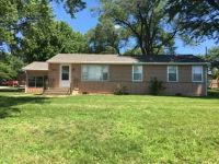 $945 3 apartment in Raytown