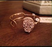 """JUST IN! BOUTIQUE ADJUSTABLE GOLD OPEN CUFF BRACELET WITH 1"""" DIAMETER ROSE DRUZY STONE PENDANT! CHIC & TRENDY!"""
