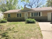 $1010 4 apartment in South Kansas City