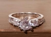 Stunning sterling silver and cubic zirconia ring size 7