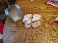 Robeez soft soles booties size 0-6 months in euc