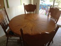 Solid wood table and 4 chairs in very good condition