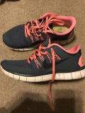 Women s Nike 9.5 Tennis Shoes-Great Condition