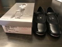 Tap shoes, little girl size 10.5