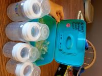 Lot of 4 Avent Bottles with size 1-4 nipples