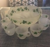 Pretty punch bowl with 10 matching cups.
