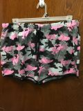 New without tags 1x camo shorts