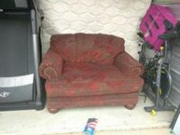 Love seat Maroon and gold