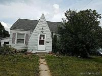 2 Bed 1.0 Bath Foreclosure Property in Peoria, IL 61604 - N Elmwood Ave