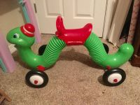 Inch worm ride on
