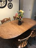 Wood Table with 4 seats and 2 leaf extensions