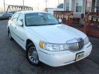 $4,195, Stop By and Test Drive This 2002 Lincoln Town Car with 82,921 Miles