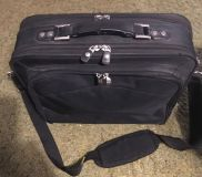Dell Top Loader/Shoulder, Black Canvas Laptop Case in good shape! Will fit 15.5 and maybe 16 ! Pickup in Clute due to my health