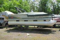 2001 Sun Tracker Pontoon Fishing Boat