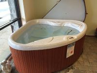 $2,000, Hot Springs Tx2 Hot Tub like new includes top cover