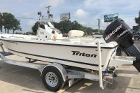 2009 Triton 196 Bay Explore Center Console