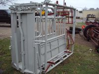 NICE W-W squeeze chute with automatic head gate