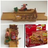Disney Cars Playset Tractor Tippin Launcher