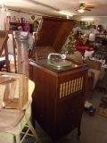 Rich Tone USA Vintage Record Player in Oak Cabinet