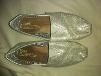 Toms worn just a few times good condition no flaws just too tight for me 7.5 $15 elk grove fast pick up xposted