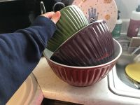 4 Mixing bowls with lids