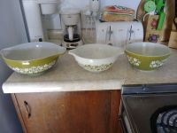 3 piece Vintage PYREX Glass Bowl Set