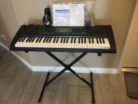 Casio CTK-2100 keyboard w/stand