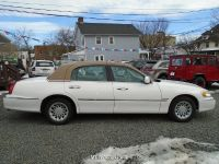 2001 Lincoln Town Car Signature 4-Speed Automatic