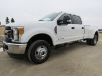 2017 Ford Super Duty F-350 DRW XLT 4WD Crew Cab 8' Box