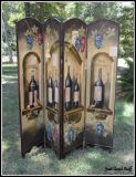WOOD DIVIDER WITH A WINE IMAGE