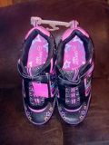 New Danskin size 5 Girl's Shoes