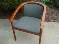 ROUNDED BACK/ARM CHAIR