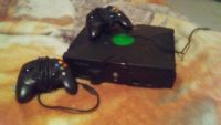 Xbox come with 2 controllers