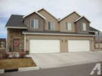 $1500 / 4 BR - 2000ft - Twin Home For Rent - Available Sept.
