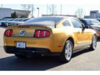2010 Mustang Ford V6 2dr Fastback Sunset Gold Coupe RWD V6 4.00L