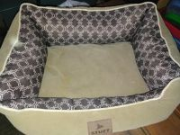 """Quality made bed, used for a puppy for about 6 months. Does need a cleaning.Thick lining, 25"""" x 22"""""""