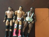 WWE FIGURES WITH TABLE AND BELT